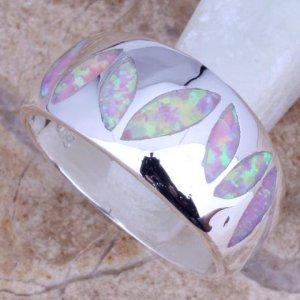 טבעת כסף משובצת אבני אופל חלבי