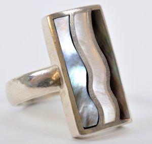 טבעת כסף בשיבוץ אבני אם הפנינה
