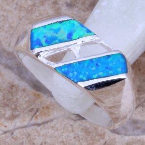 טבעת כסף בשיבוץ אבני אופל כחול