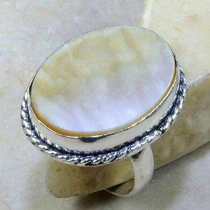 טבעת כסף בשיבוץ אם הפנינה עיצוב אובלי מידה: 8.5