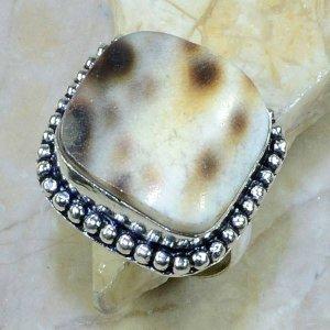 טבעת כסף בשיבוץ צדף עיצוב מרובע מידה: 9.75