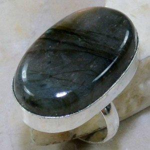 טבעת כסף בשיבוץ אבן לברדורייט מידה: 8