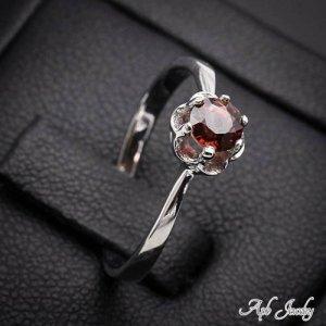 טבעת כסף משובצת אבן גרנט