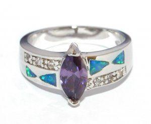 טבעת כסף משובצת אבני אופל ואבן מרכזית אמטיסט