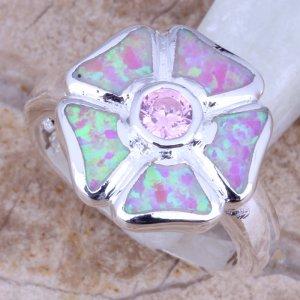 טבעת כסף משובצת אופל חלבי עיצוב פרח
