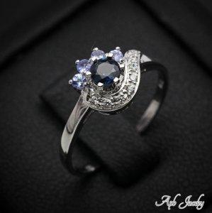 טבעת כסף משובצת באבני ספיר