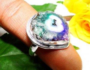 טבעת כסף משובצת מושבת אמטיסט ואמרלד מידה: 9