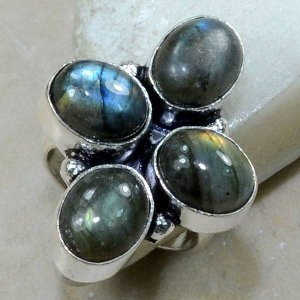 טבעת כסף משובצת 4 אבני לברדורייט מידה : 6.75