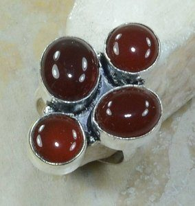 טבעת כסף משובצת 4 אבני קרנליאן מידה: 7.75