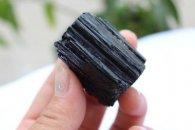 טורמלין שחור גלם משקל: 68 גרם