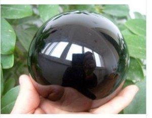 """כדור אובסידיאן גדול קוטר: 80 מ""""מ ומעמד עץ מסוגנן"""