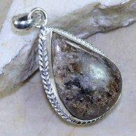 תליון כסף משובץ אבן איירונזייט עיצוב טיפה