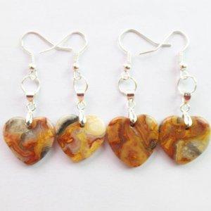 עגילים מאבן קרייזי לייס אגט עיצוב לב