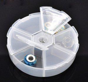 """קופסת פלסטיק לחרוזים מידה: 8*8 ס""""מ"""