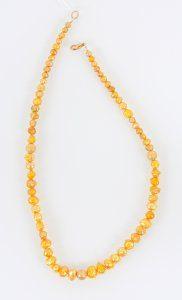 שרשרת פנינים בגוון זהב סוגר מוזהב