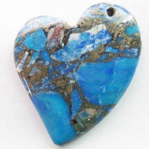 תליון מאבן ג'ספר כחול מעורב פיריט עיצוב לב