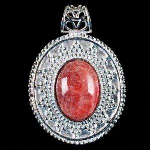 תליון מוכסף משובץ באבן ג'ייד אדום