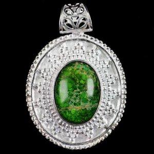 תליון מוכסף משובץ באבן ג'ספר ירוק