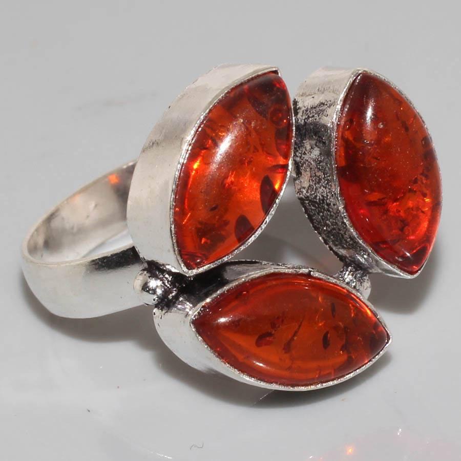 טבעת כסף בשיבוץ ענבר מידה: 8