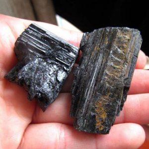 טורמלין שחור גלם משקל: 25 גרם יחידה