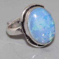 טבעת כסף בשיבוץ אבן אופל כחלחל