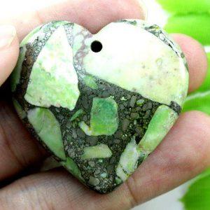 תליון מאבן ג'ספר ירוק מעורב בפיריט