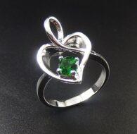 טבעת כסף משובצת קריסטל ירוק מידה: 8