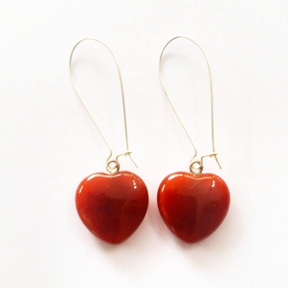 עגילים מוכסף מאבן קרנליאן עיצוב לב
