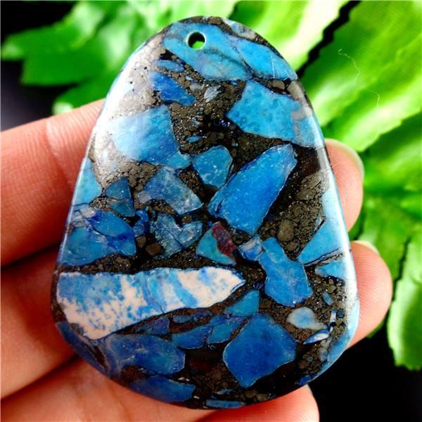 תליון מאבן ג'ספר כחול מעורב בפיריט