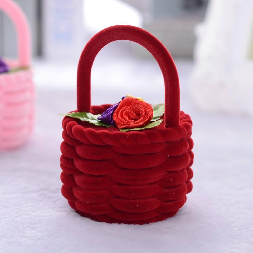 קופסת אריזה מהודרת לטבעת או לעגילים עיצוב סלסלה צבע אדום