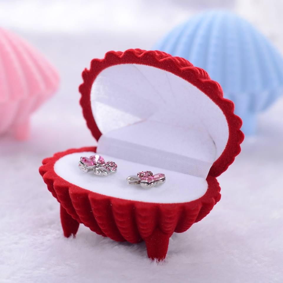 קופסת תכשיטים מהודרת לעגילים או טבעת עיצוב צדפה אדום