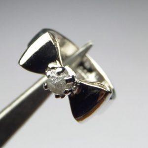 טבעת כסף בשיבוץ יהלום גלם 0.57 קרט