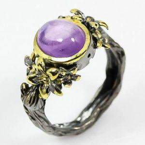 טבעת עבודת יד בשיבוץ אמטיסט כסף ציפוי זהב ורודיום שחור