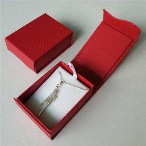 """קופסת אריזה מהודר לתכשיט מידה: 58*75 מ""""מ"""