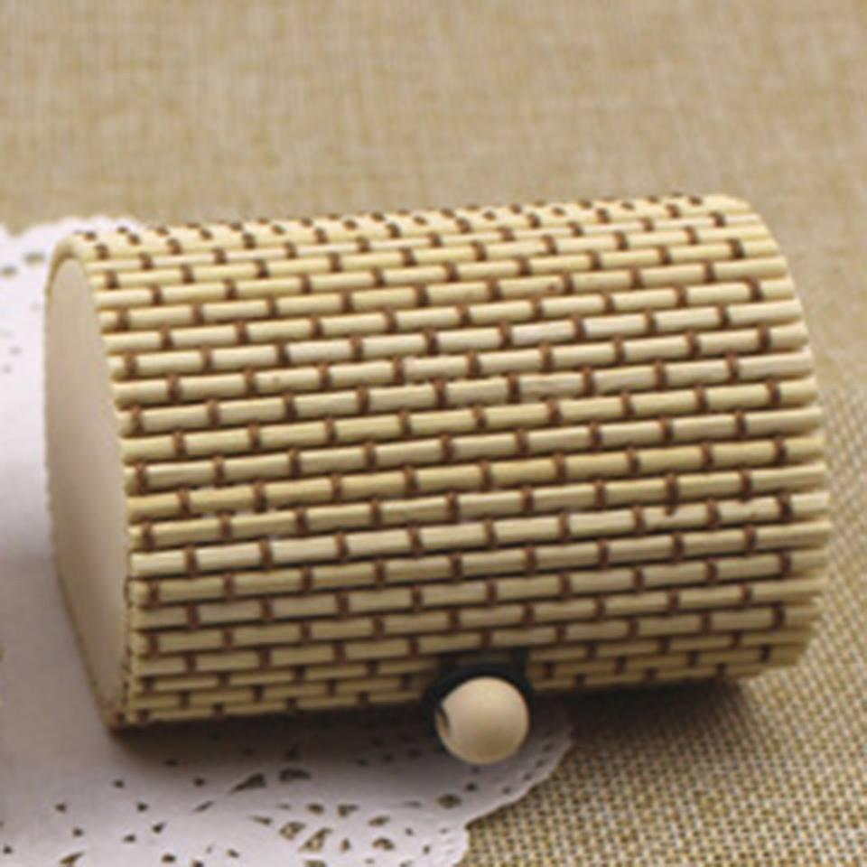 קופסת אריזה מהודרת לסט תכשיטים גוון קפה ושמנת עשוי פלסטיק ועץ במבוק