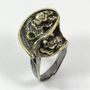 טבעת עבודת יד בשיבוץ דיופטז כסף ציפוי זהב ורודיום שחור