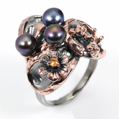 טבעת עבודת יד בשיבוץ פנינים וספיר כתום כסף ציפוי זהב ורודיום שחור