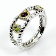 טבעת עבודת יד בשיבוץ גרנט ודיופטז כסף וציפוי זהב