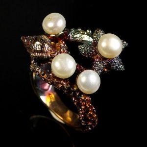 טבעת עבודת יד בשיבוץ פנינים לבנות כסף 925 ומולטי טון גולד