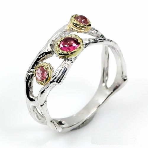 טבעת עבודת יד בשיבוץ 3 אבני רובי כסף וציפוי זהב