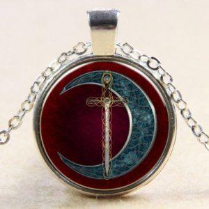 תליון ושרשרת ויקה סמלי ירח וחרב גווני אדום כחול