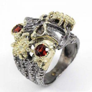 טבעת עבודת יד כסף בשיבוץ גרנט ציפוי זהב ורודיום שחור