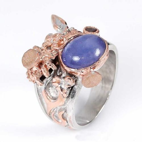 טבעת עבודת יד בשיבוץ טנזנייט ואמרלד כסף וציפוי זהב