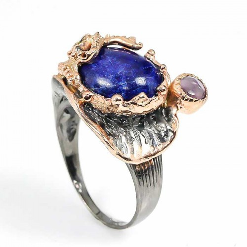 טבעת עבודת יד בשיבוץ לאפיס לג'ולי ואמטיסט כסף ציפוי זהב ורודיום שחור