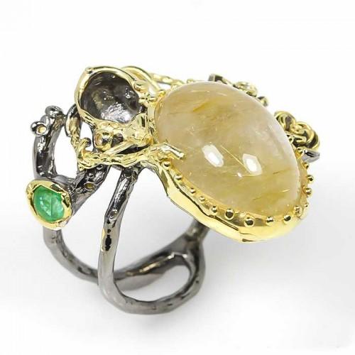 טבעת עבודת יד בשיבוץ רוטילייד קוורץ ואמרלד כסף ציפוי זהב ורודיום שחור