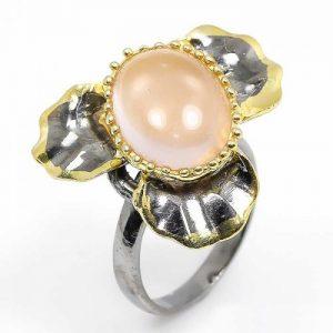 טבעת עבודת יד בשיבוץ אבן רוז קוורץ כסף ציפוי זהב ורודיום שחור