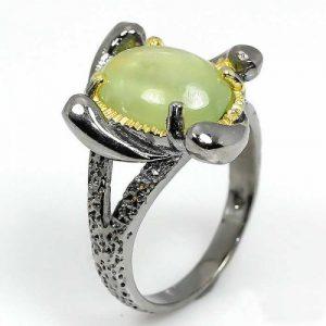 טבעת עבודת יד בשיבוץ אבן פרינהייט כסף ציפוי זהב ורודיום שחור