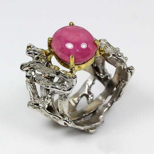 טבעת עבודת יד כסף 925 ציפוי זהב ורודיום שחור בשיבוץ אבן רובי