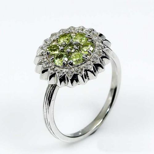 טבעת בשיבוץ אבני פרידות וטופז מידה: 8.5 הטבעת: 24.2 קרט