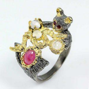 טבעת בשיבוץ אבני רובי ומונסטון טבעת יוקרה עבודת יד
